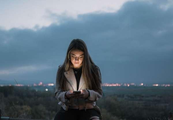 Le Mode Sombre Sur Vos Appareils Permet-Il De Réduire La Fatigue Oculaire?