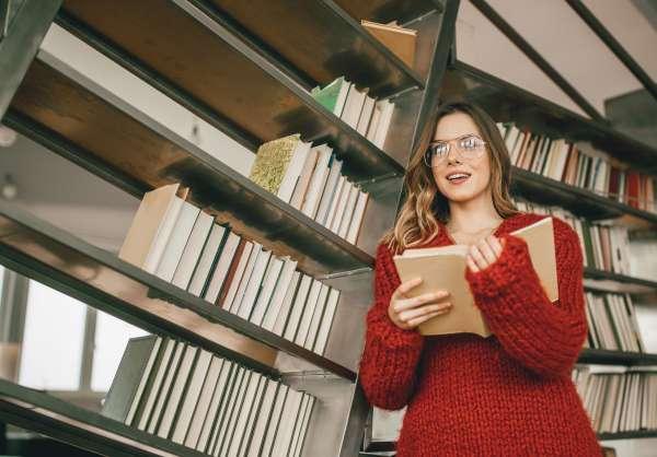 Books vs. E-readers: Is One Easier on the Eyes?