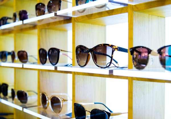 Quelle couleur de verres de lunettes de soleil vous correspond le plus?